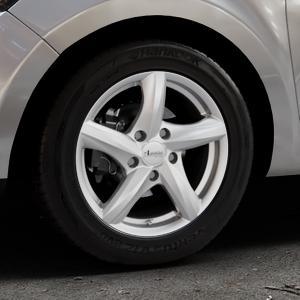 ADVANTI Nepa Silver Felge mit Reifen silber in 15Zoll Winterfelge Alufelge auf silbernem Renault Clio IV Typ R Facelift ⬇️ mit 15mm Tieferlegung ⬇️ Industriehalle 1 Thumbnail