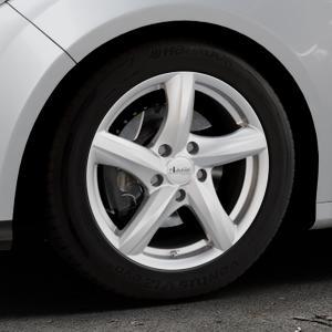 ADVANTI Nepa Silver Felge mit Reifen silber in 16Zoll Winterfelge Alufelge auf silbernem Ford Focus III Typ DYB (Schrägheck) (Stufenheck) Facelift ⬇️ mit 15mm Tieferlegung ⬇️ Industriehalle 1 Thumbnail