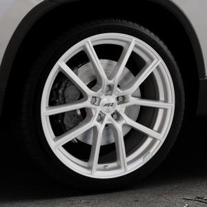 AEZ Raise High gloss Felge mit Reifen in 19Zoll Winterfelge Alufelge auf silbernem Skoda Karoq Typ NU ⬇️ mit 15mm Tieferlegung ⬇️ Industriehalle 1 Thumbnail