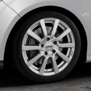 AEZ Reef Silver Felge mit Reifen silber in 17Zoll Winterfelge Alufelge auf silbernem Ford Focus III Typ DYB (Schrägheck) (Stufenheck) Facelift ⬇️ mit 15mm Tieferlegung ⬇️ Industriehalle 1 Thumbnail