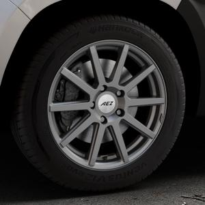AEZ Straight Graphite matt Felge mit Reifen grau in 17Zoll Winterfelge Alufelge auf silbernem Dacia Duster Typ SR ⬇️ mit 15mm Tieferlegung ⬇️ Industriehalle 1 Thumbnail