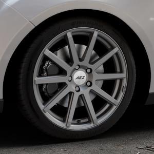 AEZ Straight Graphite matt Felge mit Reifen grau in 18Zoll Winterfelge Alufelge auf silbernem Ford Focus III Typ DYB Facelift (Turnier) ⬇️ mit 15mm Tieferlegung ⬇️ Industriehalle 1 Thumbnail