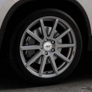 AEZ Straight Graphite matt Felge mit Reifen grau in 18Zoll Winterfelge Alufelge auf silbernem Skoda Karoq Typ NU ⬇️ mit 15mm Tieferlegung ⬇️ Industriehalle 1 Thumbnail