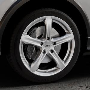 AEZ Yacht Black Felge mit Reifen schwarz in 18Zoll Winterfelge Alufelge auf silbernem Audi Q2 Typ GA ⬇️ mit 15mm Tieferlegung ⬇️ Industriehalle 1 Thumbnail
