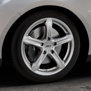AEZ Yacht High gloss Felge mit Reifen silber in 17Zoll Winterfelge Alufelge auf silbernem Ford Focus III Typ DYB Facelift (Turnier) ⬇️ mit 15mm Tieferlegung ⬇️ Industriehalle 1 Thumbnail