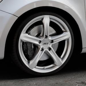 AEZ Yacht High gloss Felge mit Reifen silber in 18Zoll Winterfelge Alufelge auf silbernem Audi A1 Typ 8X (Sportback) ⬇️ mit 15mm Tieferlegung ⬇️ Industriehalle 1 Thumbnail