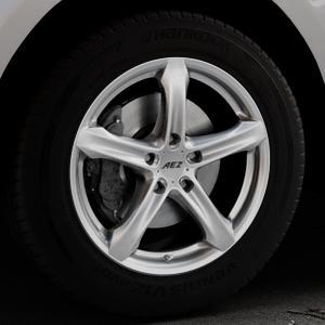 AEZ Yacht High gloss Felge mit Reifen silber in 18Zoll Winterfelge Alufelge auf silbernem Jaguar F-Pace Typ DC ⬇️ mit 15mm Tieferlegung ⬇️ Industriehalle 1 Thumbnail