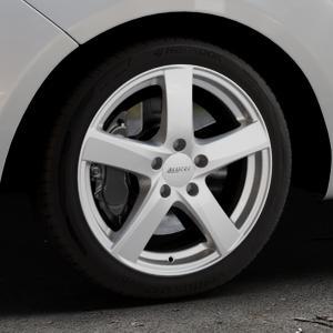 ALUTEC Freeze polar-silber Felge mit Reifen in 17Zoll Winterfelge Alufelge auf silbernem Hyundai ix20 Typ JC ⬇️ mit 15mm Tieferlegung ⬇️ Industriehalle 1 Thumbnail