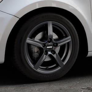 ALUTEC Grip graphit Felge mit Reifen grau in 15Zoll Winterfelge Alufelge auf silbernem Audi A1 Typ 8X (Sportback) ⬇️ mit 15mm Tieferlegung ⬇️ Industriehalle 1 Thumbnail