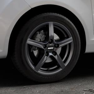ALUTEC Grip graphit Felge mit Reifen grau in 15Zoll Winterfelge Alufelge auf silbernem Ford Fiesta VI Typ JA8 ⬇️ mit 15mm Tieferlegung ⬇️ Industriehalle 1 Thumbnail
