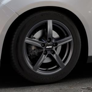 ALUTEC Grip graphit Felge mit Reifen grau in 16Zoll Winterfelge Alufelge auf silbernem Ford Focus III Typ DYB Facelift (Schrägheck) ⬇️ mit 15mm Tieferlegung ⬇️ Industriehalle 1 Thumbnail