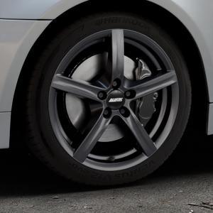 ALUTEC Grip graphit Felge mit Reifen grau in 17Zoll Winterfelge Alufelge auf silbernem BMW 520i Typ E60 (Limousine) 525i 530i 530d 525d 535d 545i 523i 540i 550i 520d 525xd 530xd 530xi 525xi ⬇️ mit 15mm Tieferlegung ⬇️ Industriehalle 1 Thumbnail