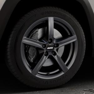 ALUTEC Grip graphit Felge mit Reifen grau in 17Zoll Winterfelge Alufelge auf silbernem Jeep Cherokee Typ KL Trailhawk ⬇️ mit 15mm Tieferlegung ⬇️ Industriehalle 1 Thumbnail