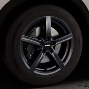 ALUTEC Grip graphit Felge mit Reifen grau in 17Zoll Winterfelge Alufelge auf silbernem Mazda CX-5 Typ KF ⬇️ mit 15mm Tieferlegung ⬇️ Industriehalle 1 Thumbnail