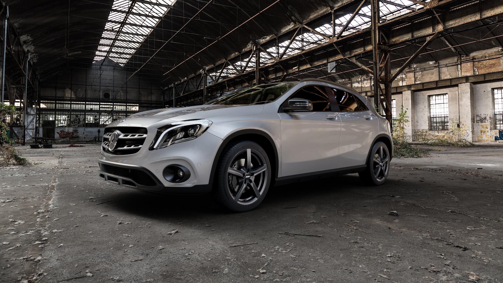 ALUTEC Grip graphit Felge mit Reifen grau in 18Zoll Winterfelge Alufelge auf silbernem Mercedes GLA-Klasse Typ X156 Facelift ⬇️ mit 15mm Tieferlegung ⬇️ Industriehalle 1 Camera_000