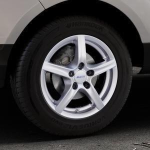 ALUTEC Grip polar-silber Felge mit Reifen in 15Zoll Winterfelge Alufelge auf silbernem Ford EcoSport Typ JK8 ⬇️ mit 15mm Tieferlegung ⬇️ Industriehalle 1 Thumbnail