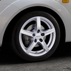 ALUTEC Grip polar-silber Felge mit Reifen in 15Zoll Winterfelge Alufelge auf silbernem Ford Fiesta V Typ JH1/JD3 ⬇️ mit 15mm Tieferlegung ⬇️ Industriehalle 1 Thumbnail