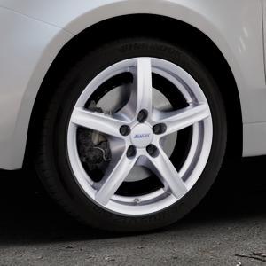 ALUTEC Grip polar-silber Felge mit Reifen in 16Zoll Winterfelge Alufelge auf silbernem Fiat 500 Typ 312 Cabrio Facelift ⬇️ mit 15mm Tieferlegung ⬇️ Industriehalle 1 Thumbnail