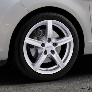 ALUTEC Grip polar-silber Felge mit Reifen in 16Zoll Winterfelge Alufelge auf silbernem Ford Fiesta VI Typ JA8 Facelift ⬇️ mit 15mm Tieferlegung ⬇️ Industriehalle 1 Thumbnail