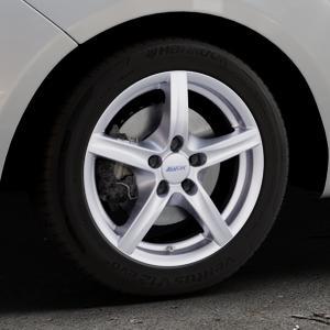 ALUTEC Grip polar-silber Felge mit Reifen in 16Zoll Winterfelge Alufelge auf silbernem Hyundai ix20 Typ JC ⬇️ mit 15mm Tieferlegung ⬇️ Industriehalle 1 Thumbnail