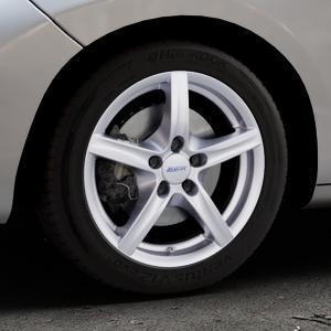 ALUTEC Grip polar-silber Felge mit Reifen in 16Zoll Winterfelge Alufelge auf silbernem Peugeot 207 CC ⬇️ mit 15mm Tieferlegung ⬇️ Industriehalle 1 Thumbnail