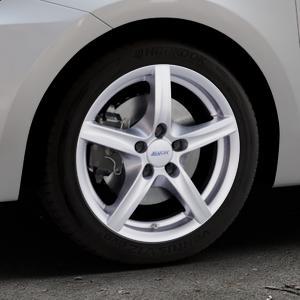 ALUTEC Grip polar-silber Felge mit Reifen in 16Zoll Winterfelge Alufelge auf silbernem Suzuki Swift VI Typ AZ ⬇️ mit 15mm Tieferlegung ⬇️ Industriehalle 1 Thumbnail