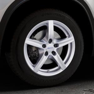 ALUTEC Grip polar-silber Felge mit Reifen in 16Zoll Winterfelge Alufelge auf silbernem Suzuki Vitara Typ LY ⬇️ mit 15mm Tieferlegung ⬇️ Industriehalle 1 Thumbnail