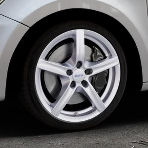 ALUTEC Grip polar-silber Felge mit Reifen in 17Zoll Winterfelge Alufelge auf silbernem Audi A1 Typ 8X ⬇️ mit 15mm Tieferlegung ⬇️ Industriehalle 1 Thumbnail