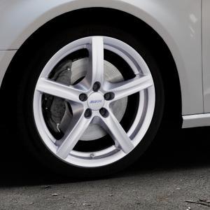 ALUTEC Grip polar-silber Felge mit Reifen in 18Zoll Winterfelge Alufelge auf silbernem Audi A3 Typ 8V ⬇️ mit 15mm Tieferlegung ⬇️ Industriehalle 1 Thumbnail
