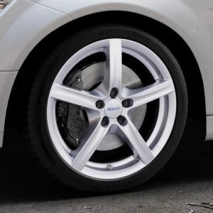 ALUTEC Grip polar-silber Felge mit Reifen in 18Zoll Winterfelge Alufelge auf silbernem Mercedes C-Klasse Typ W204 Limousine ⬇️ mit 15mm Tieferlegung ⬇️ Industriehalle 1 Thumbnail