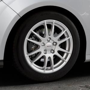 ALUTEC Monstr polar-silber Felge mit Reifen in 16Zoll Winterfelge Alufelge auf silbernem Ford Focus III Typ DYB (Schrägheck) (Stufenheck) Facelift ⬇️ mit 15mm Tieferlegung ⬇️ Industriehalle 1 Thumbnail