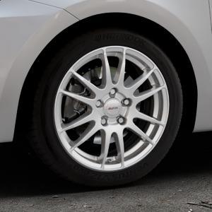 ALUTEC Monstr polar-silber Felge mit Reifen in 16Zoll Winterfelge Alufelge auf silbernem Suzuki Swift VI Typ AZ ⬇️ mit 15mm Tieferlegung ⬇️ Industriehalle 1 Thumbnail