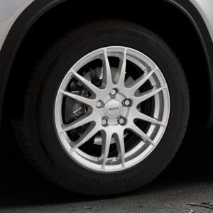 ALUTEC Monstr polar-silber Felge mit Reifen in 16Zoll Winterfelge Alufelge auf silbernem Suzuki Vitara Typ LY ⬇️ mit 15mm Tieferlegung ⬇️ Industriehalle 1 Thumbnail