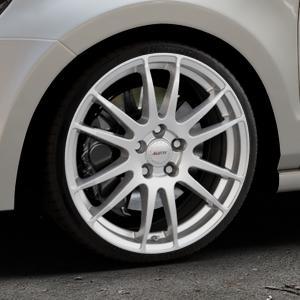 ALUTEC Monstr polar-silber Felge mit Reifen in 18Zoll Winterfelge Alufelge auf silbernem Volkswagen (VW) Polo V Typ 6R ⬇️ mit 15mm Tieferlegung ⬇️ Industriehalle 1 Thumbnail