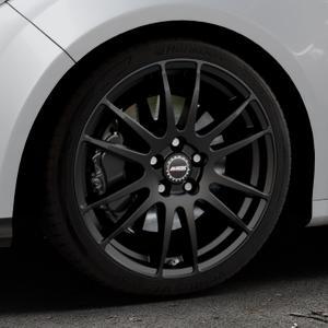 ALUTEC Monstr racing-schwarz Felge mit Reifen in 18Zoll Winterfelge Alufelge auf silbernem Ford Focus III Typ DYB (Schrägheck) (Stufenheck) Facelift ⬇️ mit 15mm Tieferlegung ⬇️ Industriehalle 1 Thumbnail
