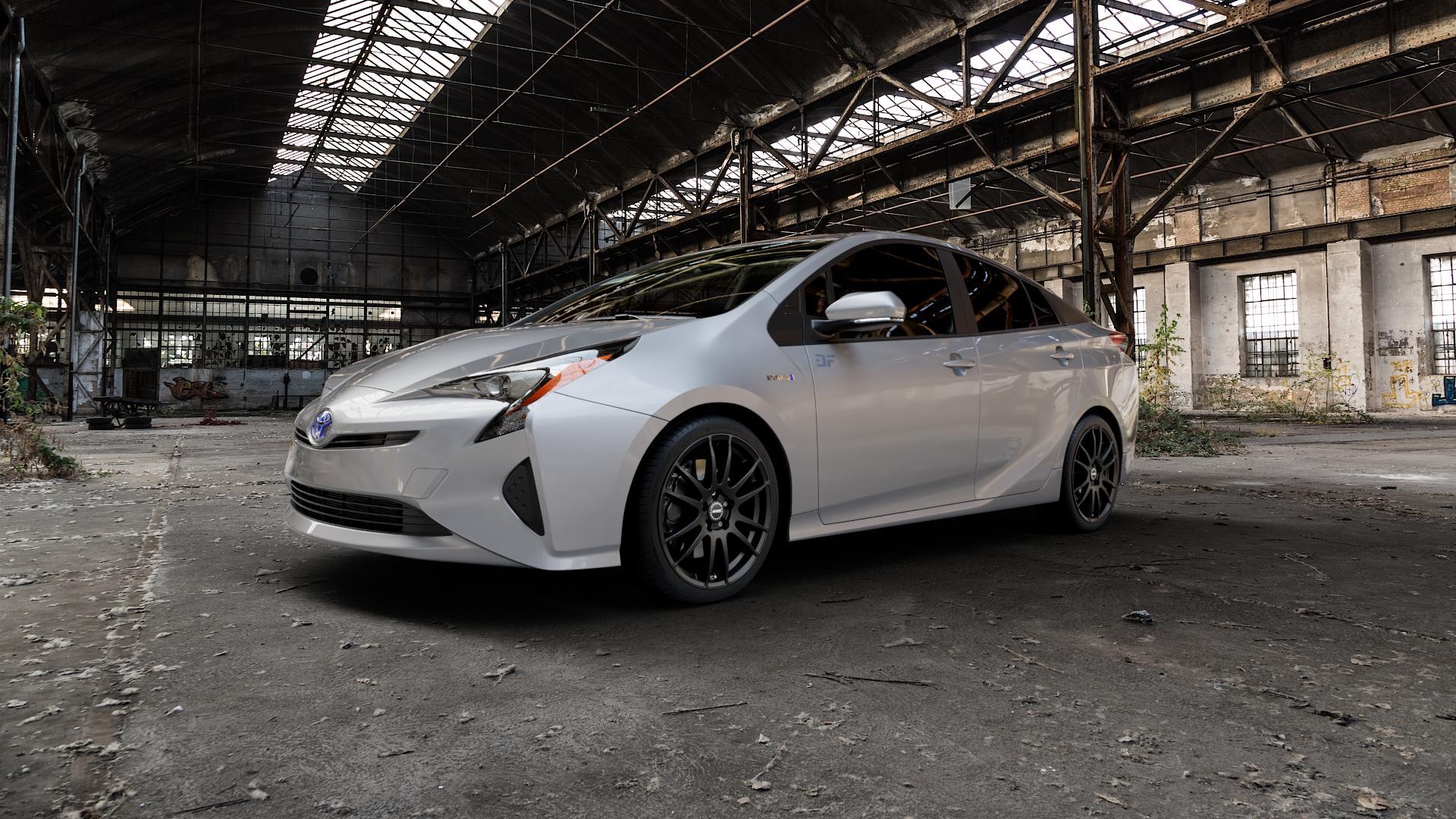 ALUTEC Monstr racing-schwarz Felge mit Reifen in 18Zoll Winterfelge Alufelge auf silbernem Toyota Prius IV Typ XW5 ⬇️ mit 15mm Tieferlegung ⬇️ Industriehalle 1 Camera_000