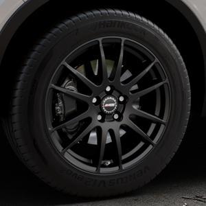ALUTEC Monstr racing-schwarz Felge mit Reifen in 18Zoll Winterfelge Alufelge auf silbernem Volvo XC40 Typ X ⬇️ mit 15mm Tieferlegung ⬇️ Industriehalle 1 Thumbnail