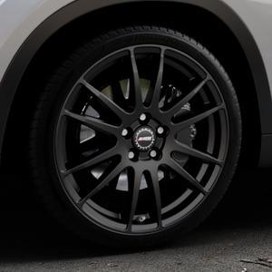 ALUTEC Monstr racing-schwarz Felge mit Reifen in 19Zoll Winterfelge Alufelge auf silbernem BMW X1 Typ E84 (X1, X-N1, X1-N1) ⬇️ mit 15mm Tieferlegung ⬇️ Industriehalle 1 Thumbnail