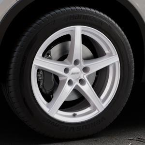 ALUTEC Raptr polar-silber Felge mit Reifen in 18Zoll Winterfelge Alufelge auf silbernem Volvo XC40 Typ X ⬇️ mit 15mm Tieferlegung ⬇️ Industriehalle 1 Thumbnail