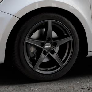 ALUTEC Raptr racing-schwarz Felge mit Reifen in 16Zoll Winterfelge Alufelge auf silbernem Audi A1 Typ 8X (Sportback) ⬇️ mit 15mm Tieferlegung ⬇️ Industriehalle 1 Thumbnail