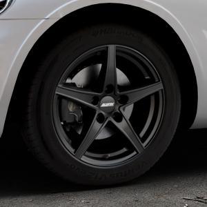 ALUTEC Raptr racing-schwarz Felge mit Reifen in 16Zoll Winterfelge Alufelge auf silbernem Chrysler PT Cruiser Cabriolet ⬇️ mit 15mm Tieferlegung ⬇️ Industriehalle 1 Thumbnail