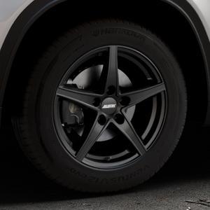 ALUTEC Raptr racing-schwarz Felge mit Reifen in 16Zoll Winterfelge Alufelge auf silbernem Suzuki Vitara Typ LY ⬇️ mit 15mm Tieferlegung ⬇️ Industriehalle 1 Thumbnail