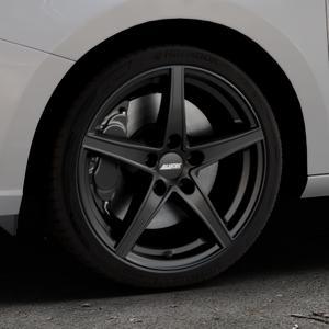 ALUTEC Raptr racing-schwarz Felge mit Reifen in 17Zoll Winterfelge Alufelge auf silbernem Skoda Fabia III Typ 5J ⬇️ mit 15mm Tieferlegung ⬇️ Industriehalle 1 Thumbnail