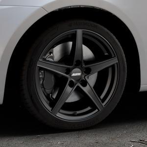 ALUTEC Raptr racing-schwarz Felge mit Reifen in 17Zoll Winterfelge Alufelge auf silbernem Suzuki Swift V Typ NZ FZ ⬇️ mit 15mm Tieferlegung ⬇️ Industriehalle 1 Thumbnail