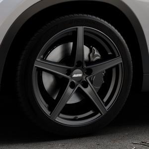 ALUTEC Raptr racing-schwarz Felge mit Reifen in 18Zoll Winterfelge Alufelge auf silbernem BMW X1 Typ E84 (X1, X-N1, X1-N1) ⬇️ mit 15mm Tieferlegung ⬇️ Industriehalle 1 Thumbnail