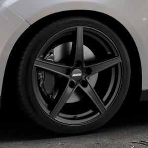 ALUTEC Raptr racing-schwarz Felge mit Reifen in 18Zoll Winterfelge Alufelge auf silbernem Ford Focus III Typ DYB Facelift (Schrägheck) ⬇️ mit 15mm Tieferlegung ⬇️ Industriehalle 1 Thumbnail