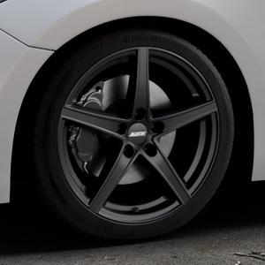 ALUTEC Raptr racing-schwarz Felge mit Reifen in 18Zoll Winterfelge Alufelge auf silbernem Mazda 3 (13-) Stufenheck (BM) Sport (17-) Facelift Fließheck ⬇️ mit 15mm Tieferlegung ⬇️ Industriehalle 1 Thumbnail