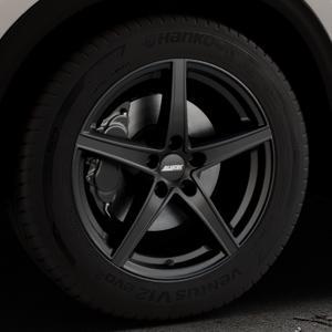 ALUTEC Raptr racing-schwarz Felge mit Reifen in 18Zoll Winterfelge Alufelge auf silbernem Mazda CX-5 Typ KF ⬇️ mit 15mm Tieferlegung ⬇️ Industriehalle 1 Thumbnail