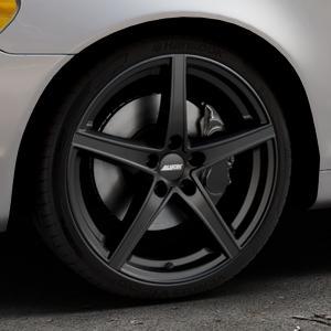 ALUTEC Raptr racing-schwarz Felge mit Reifen in 19Zoll Winterfelge Alufelge auf silbernem Volvo C70 II Cabriolet Typ M ⬇️ mit 15mm Tieferlegung ⬇️ Industriehalle 1 Thumbnail