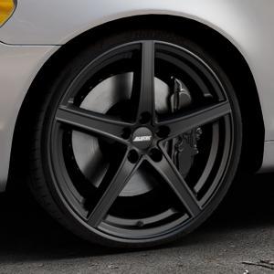 ALUTEC Raptr racing-schwarz Felge mit Reifen in 20Zoll Winterfelge Alufelge auf silbernem Volvo C70 II Cabriolet Typ M ⬇️ mit 15mm Tieferlegung ⬇️ Industriehalle 1 Thumbnail